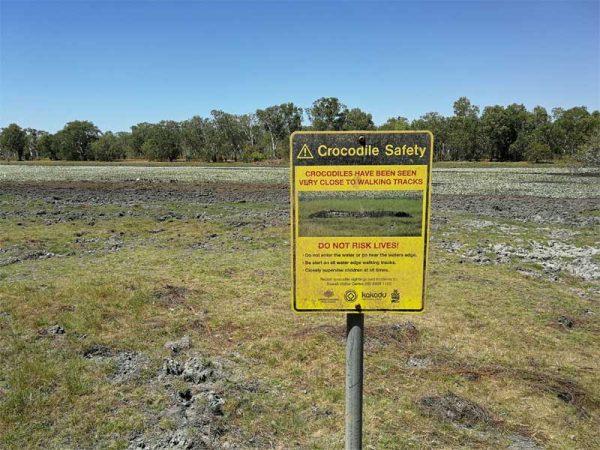 Krokodil Warnschild im Kakadu Nationalpark