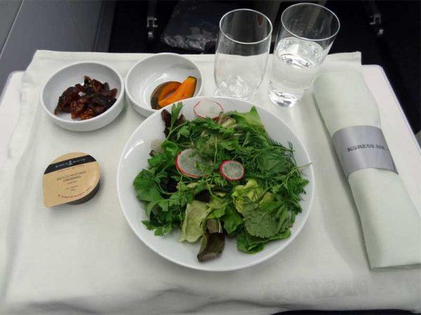 Essen an Board eines Flugzeugs in der Business Class