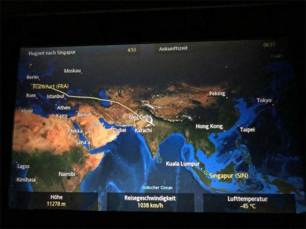 Übersichtskarte am Flugzeugsitz Flugroute FRA-SIN