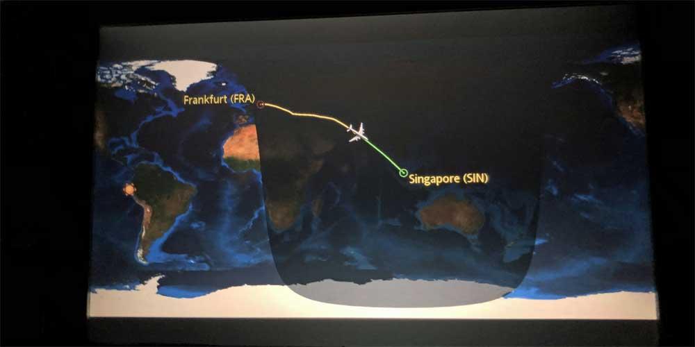 Flugroute auf Display im Flugzeug