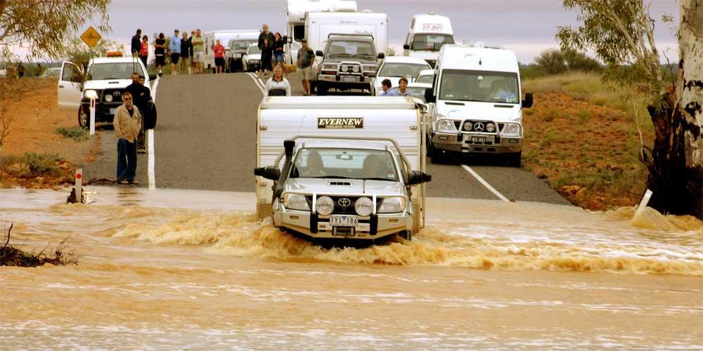 Überflutetet Straße in Australien