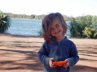 Der stolze Fotograf: Jona mit der Nikon Coolpix W150 auf dem Campigplatz in Kununurra Australien ©MCA