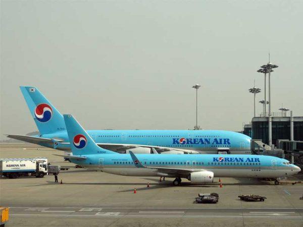 Zwei Flugzeuge der Korean Air am Flughafen in Seoul