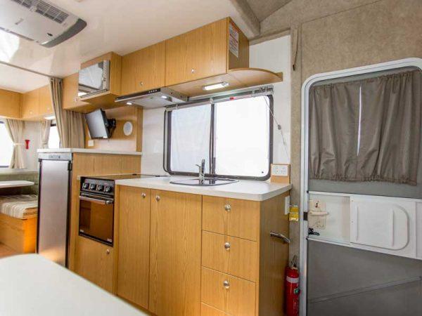 Küche im Wohnmobil von Apollo