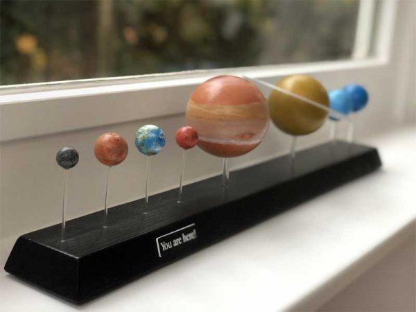Das Planetensystem auf einem Fensterbrett