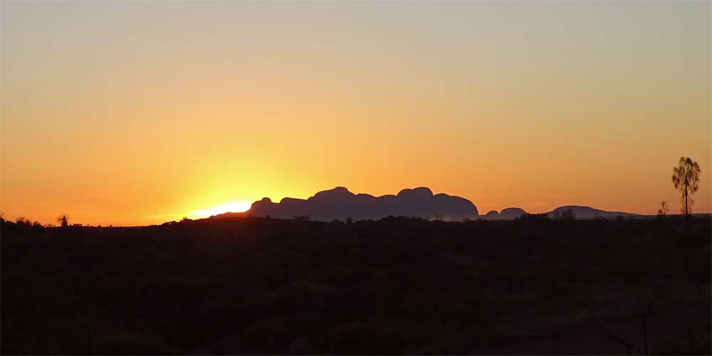 Sonnenuntergang im Uluru-Kata Tjuta National Park