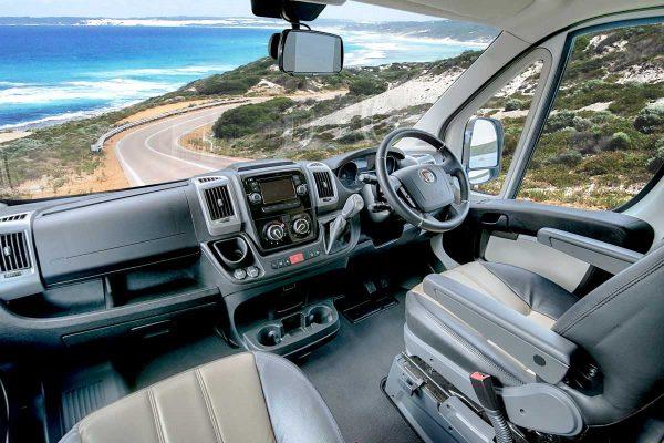 Fahrerkabine im Wohnmobil von LetsGo