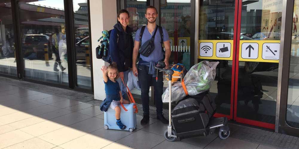 Die Familie beim Abfug in Berlin