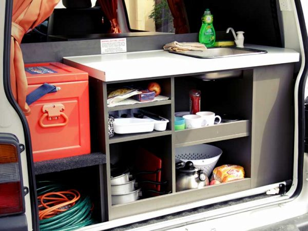Küche in einem Minivan
