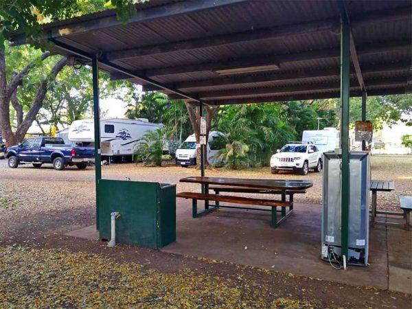Campingküche auf der Manbulloo Campsite