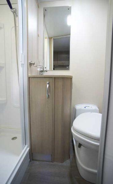 Dusche und Toilette im Wohnmobil