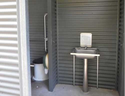 Sanitäre Anlage auf einer Rest Area in Australien