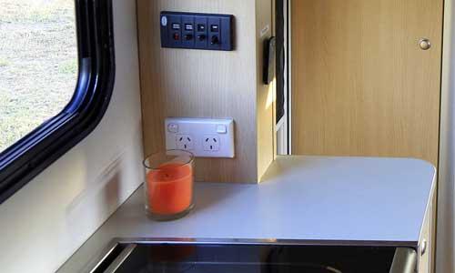Eine Steckdose in einem australischen Wohnmobil