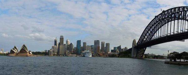 Sydney mit Harbour Bridge und Oper