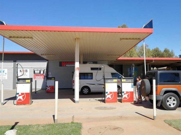 An einer Tankstelle in Westaustralien