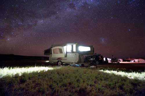 Wohnmobil im Outback Australiens