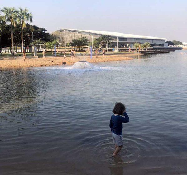 Darwin Waterfront Precinct mit künstlich angelegter Bucht und Sandstrand.