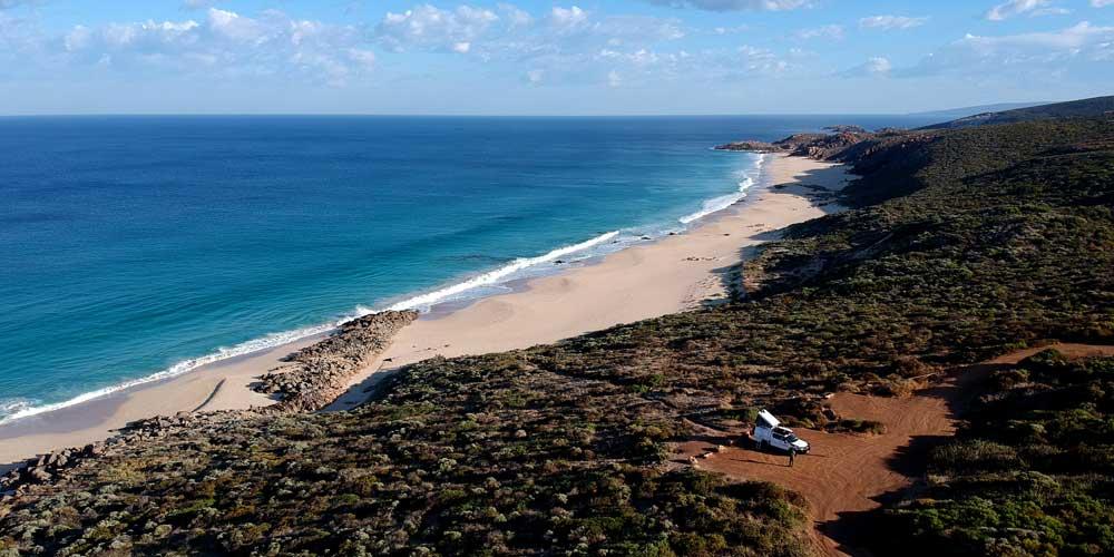 4WD Camper am Strand in Australien