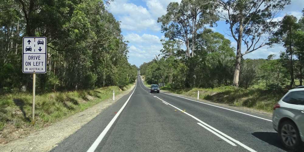 Straßenschild Linksverkehr in Australien